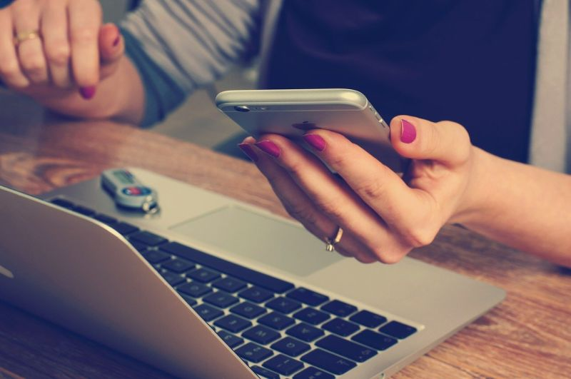 marketing szeptany a budowanie pozytywnej opinii w Internecie
